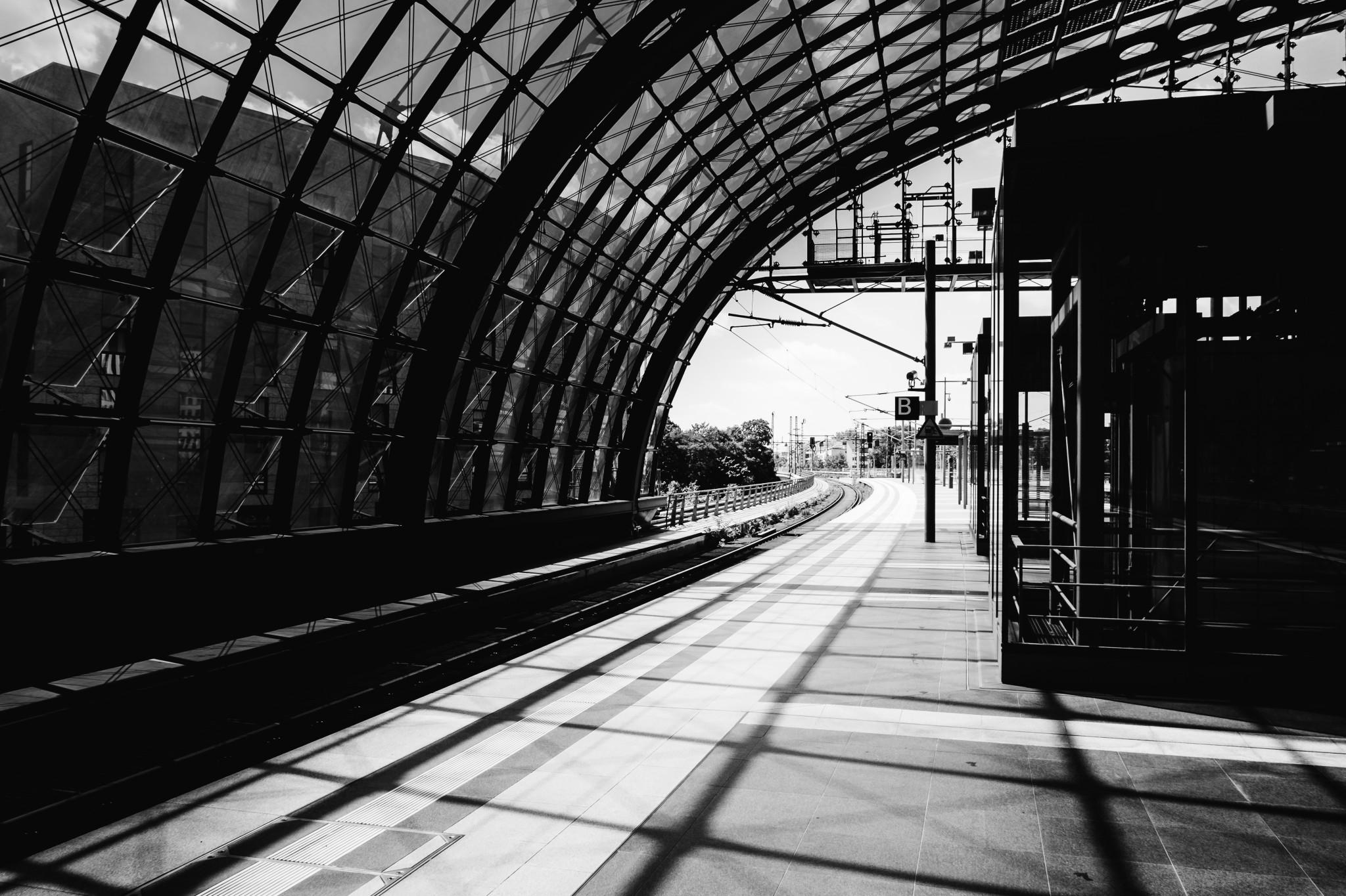 Architektur, Berlin Hauptbahnhof in Schwarz-Weiß