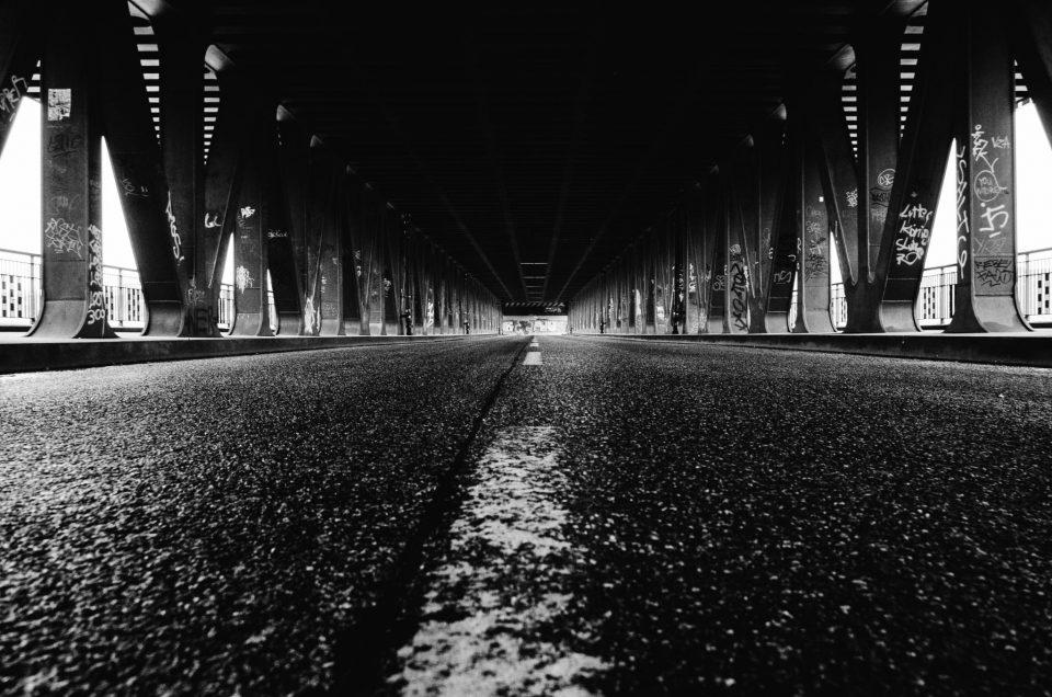 Unterwegs im urbanen Schwarz/Weiß